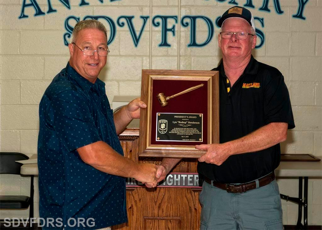 Chief Henderson receives the President's Award from President Ed Stauffer.